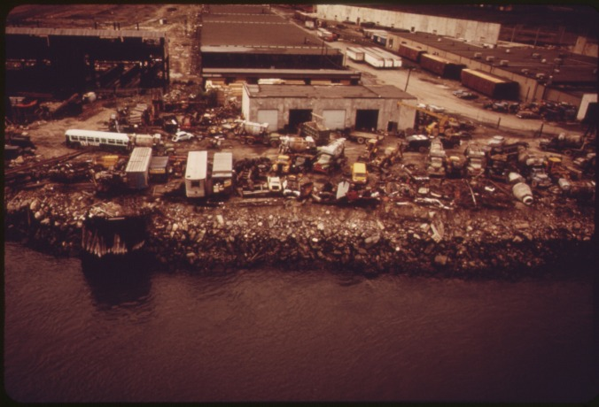 ABANDONED_WAREHOUSES_AND_DUMP_ON_HUDSON_RIVER_-_NARA